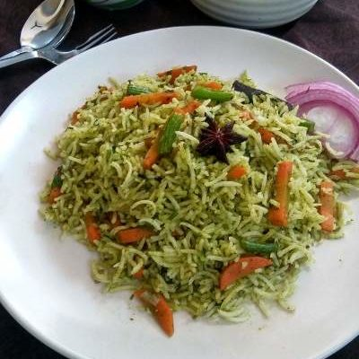 It is a simple, mildly spiced, flavorful rice dish made with fresh coriander leaves, whole spices and some vegetables.