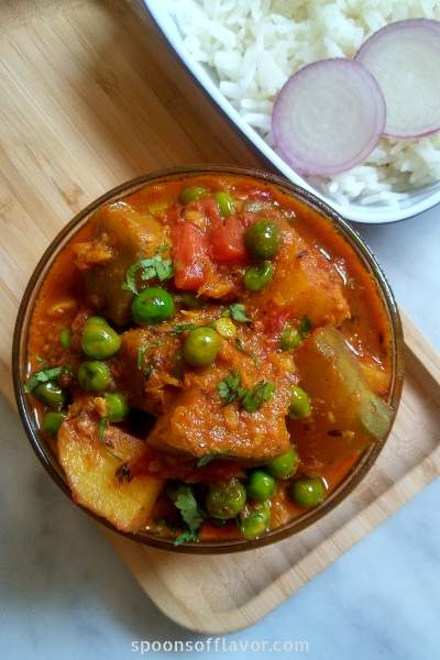 Kaddu Aloo Matar sabzi is a simple, comforting pumpkin, potato and green peas semi gravy recipe.