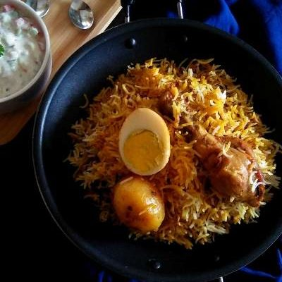 This chicken biryani is the epitome of deliciousness for chicken lovers.The indigenous flavor and mouth-watering taste is just incredible.